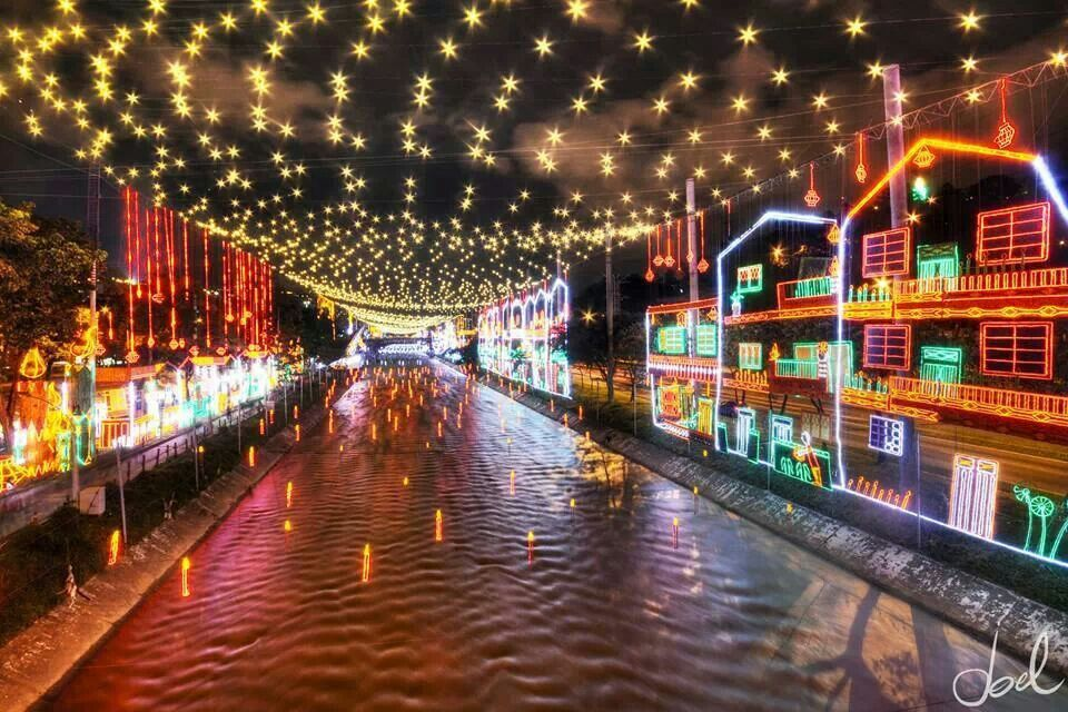 Christmas In Colombia South America.Christmas Lights Medellin Colombia Christmasworld3