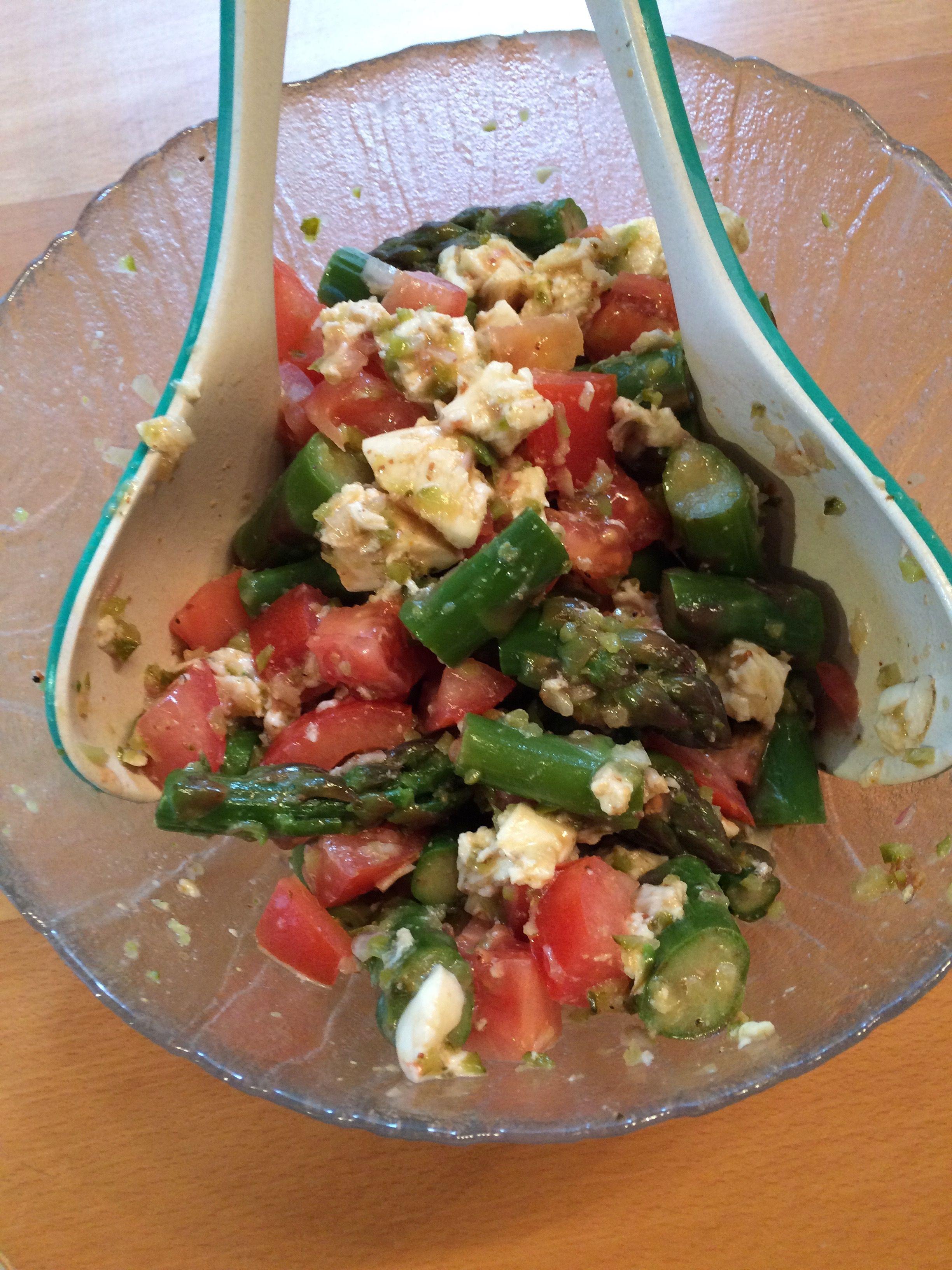 Spargel-Tomaten-Fetasalat