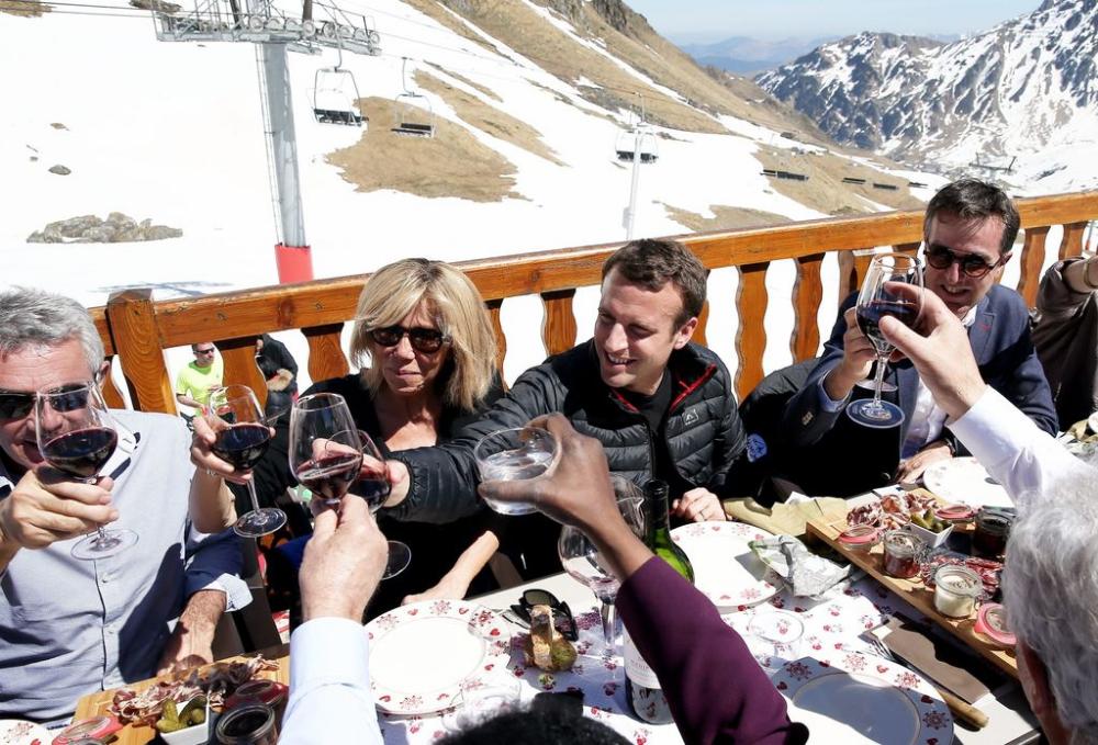 Pizzas En Famille Et Jet Ski Emmanuel Et Brigitte Macron Ne Brigitte Macron Jet Ski Ski