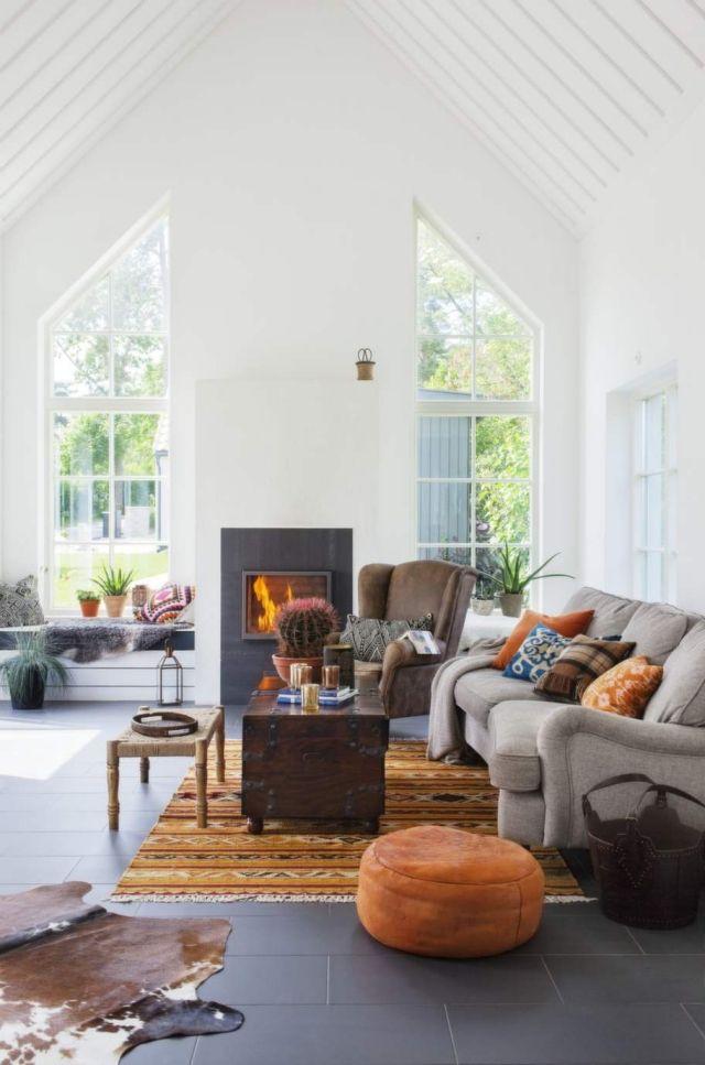 Wohnzimmer Landhausstil Fliesenboden Weiss Gestrichene Waende Spitzdach |  Wohnbereich | Pinterest | Haus, Wohnzimmer Und Landhausstil Wohnzimmer