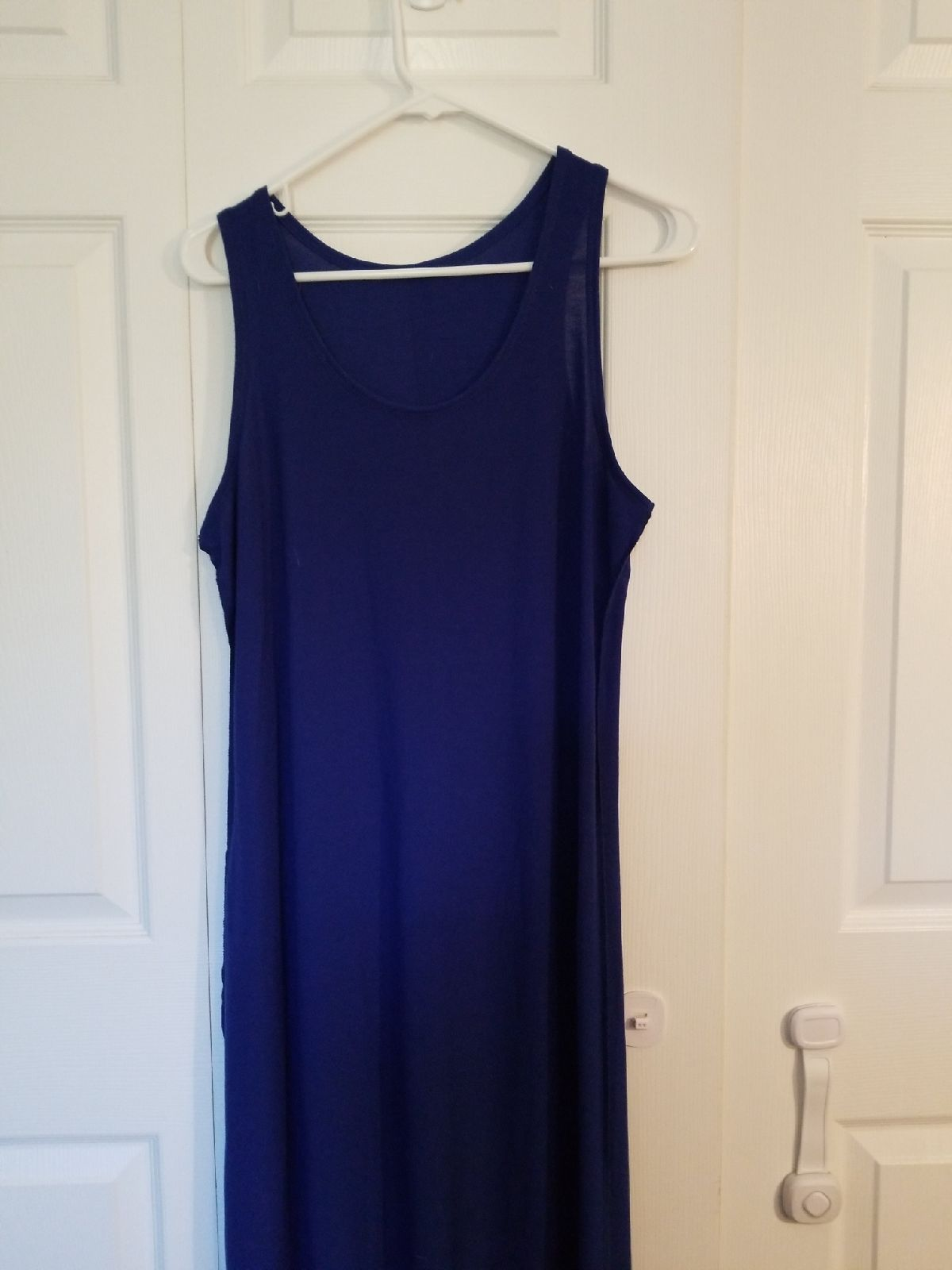 Navy Blue Tank Top Maxi Dress Does Not Have Tags But I Have Never Worn It I Mistakenly Took Them Off Thinking Top Maxi Dresses Maxi Dress Navy Blue Tank Top [ 1600 x 1200 Pixel ]