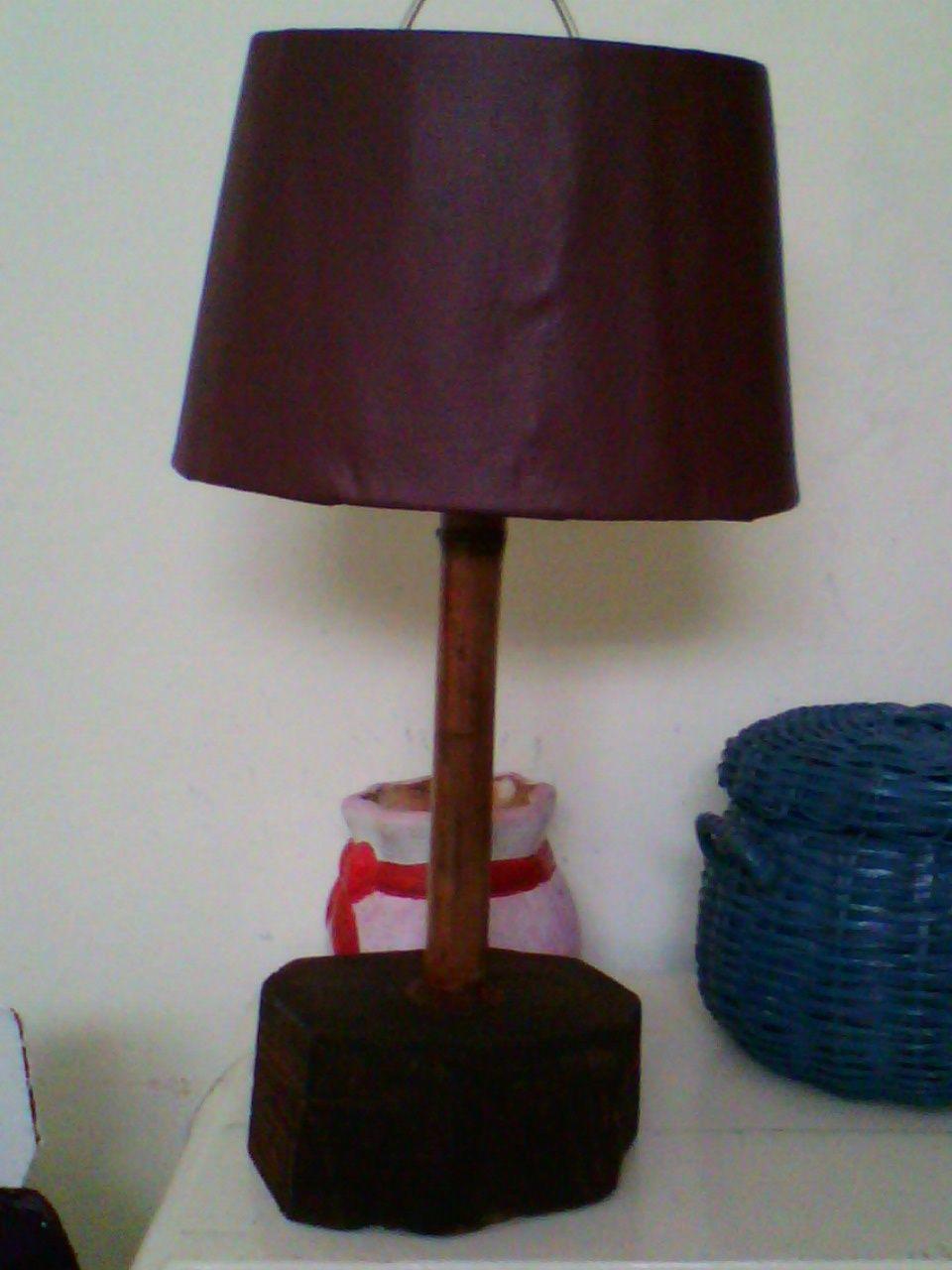lampara estilo rustica: vinilo, bambú y tronco de caoba