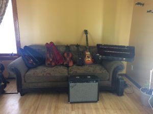 Gibson electric,w amp, two half size violins, one full size viol