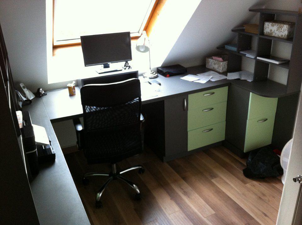 Bureau sous pente gris et vert anis | amenagement de placard ...