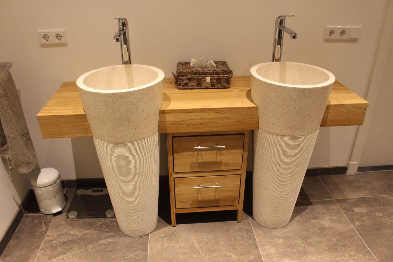 Verwonderend Teakhouten badkamermeubel met 2 staande terrazzo waszuilen. Deze PZ-07