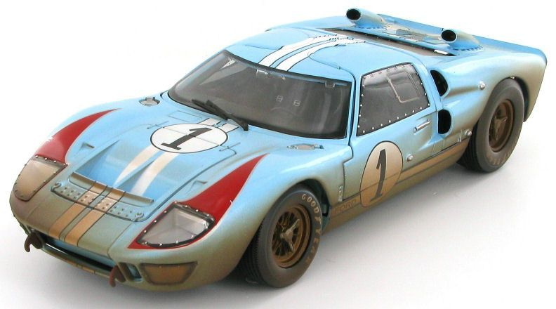 A Stunning 1 18 Scale Model From The Shelby Collectibles Series