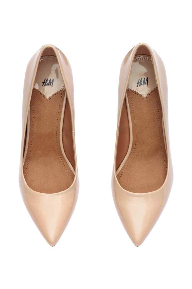 ba585e3e5df Sapatos de salto alto  Sapatos de salto alto com biqueira fina. Palmilhas  em pele