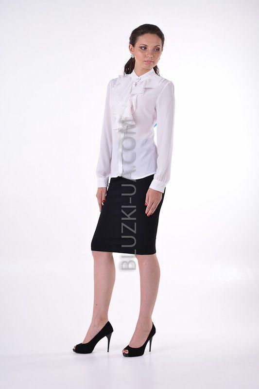 0d50532d5a3 Элегантная белая шифоновая блузка с пышным жабо и перламутровыми  пуговицами