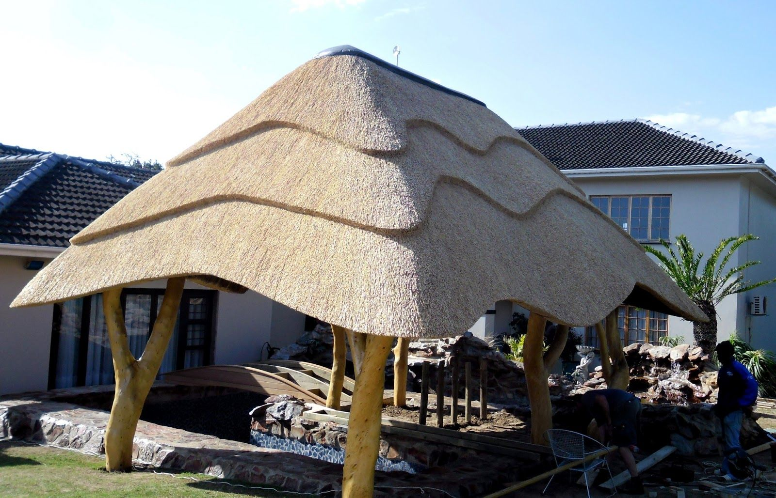 Thatch of the day 2 interesting thatch lapa designs love the thatch and supports