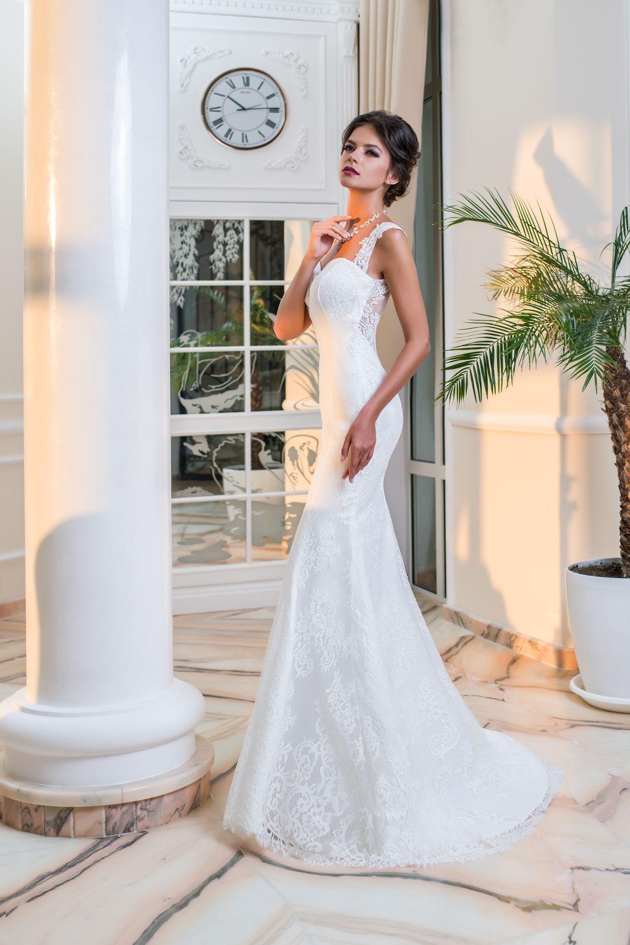 ce9b48de9d59 Luxusné elegantné čipkované svadobné šaty s krásne prepracovaným chrbtom na  gombíky