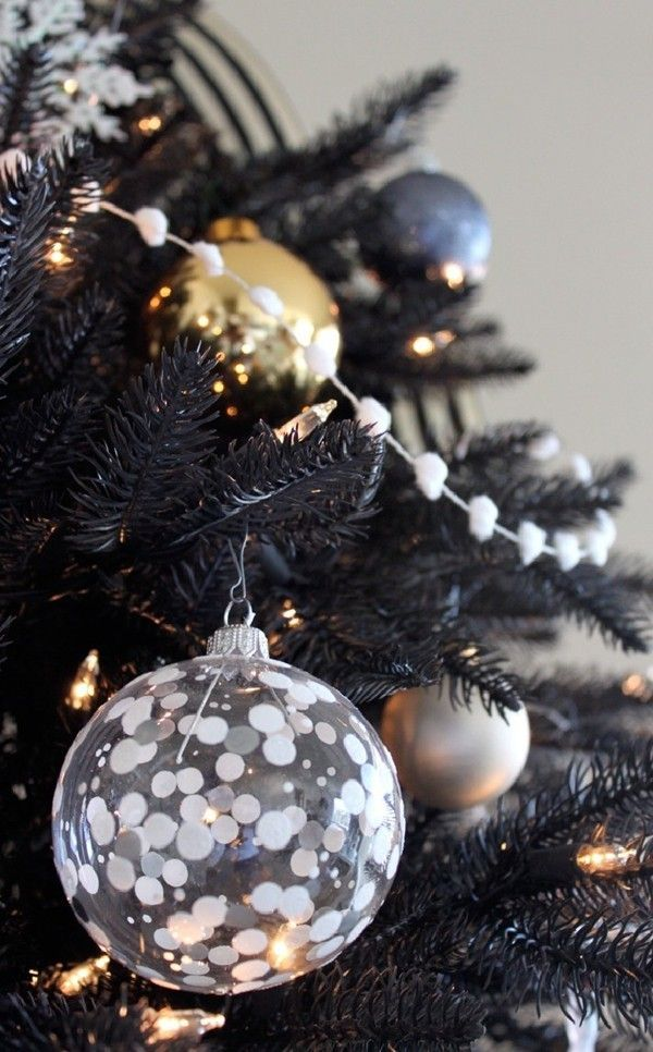 Gorgeous Black Christmas Tree Decoration Ideas #blackchristmastreeideas