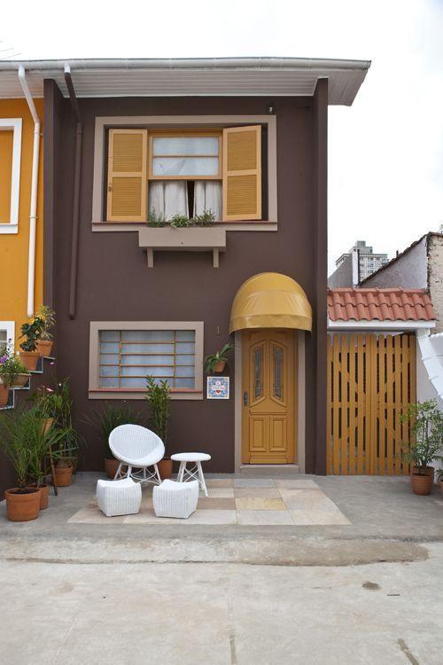 Inspira o para cores da fachada lindo amarelo com marrom for Cores modernas para fachadas de casas 2013