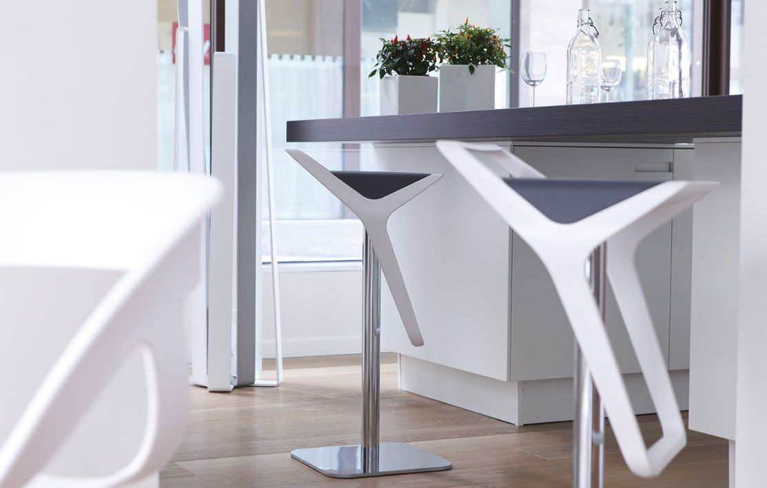 Contemporary Bar Stools to Make Progress in Your Home Interior - http://www.wallsies.com/contemporary-bar-stools-to-make-progress-in-your-home-interior/