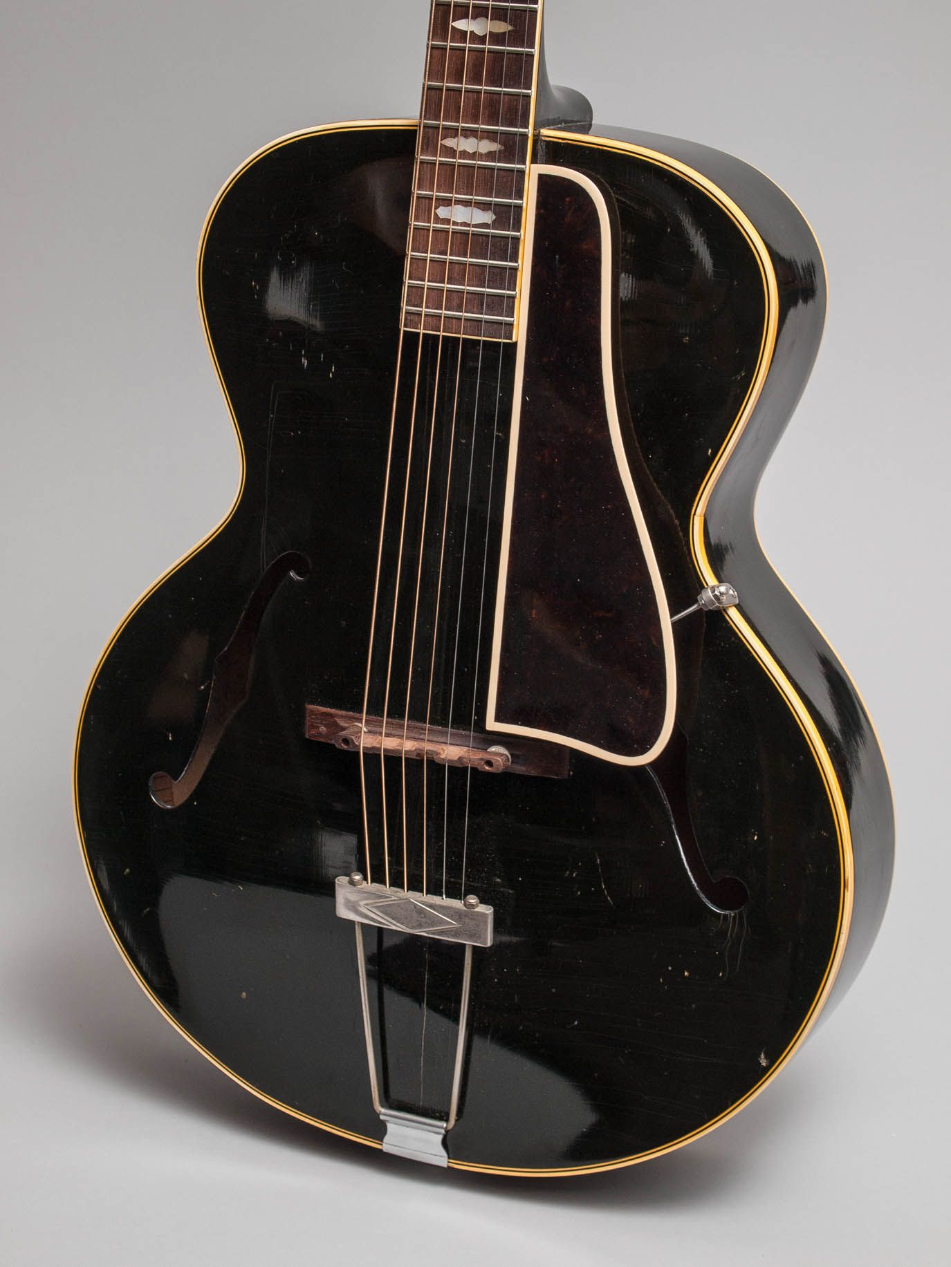 1946 gibson l 4 black in excellent condition this is an unusual and very cool guitar we have. Black Bedroom Furniture Sets. Home Design Ideas