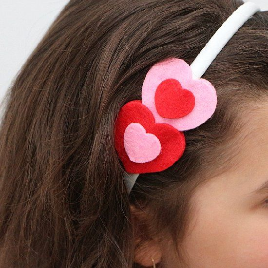Easy felt hearts headband tutorial. Great idea for a Valentine's Day gift for little girls!