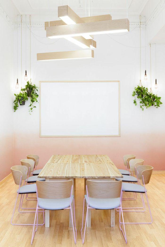 paredes-pintadas-comedor con pared estilo ombre en roza pastel, mesa