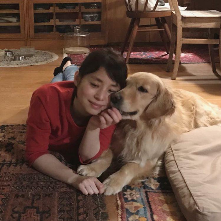 石田ゆり子さんはinstagramを利用しています かみがた のうた 歌唱 はにオン かみがたはぁ じんせいをぅ さゆう する する する ばさばさ なときも ねおきでも すてきにみえたらぁ しあわせよ しろねこに ちゅーるを らいおんに すてきなおやつを