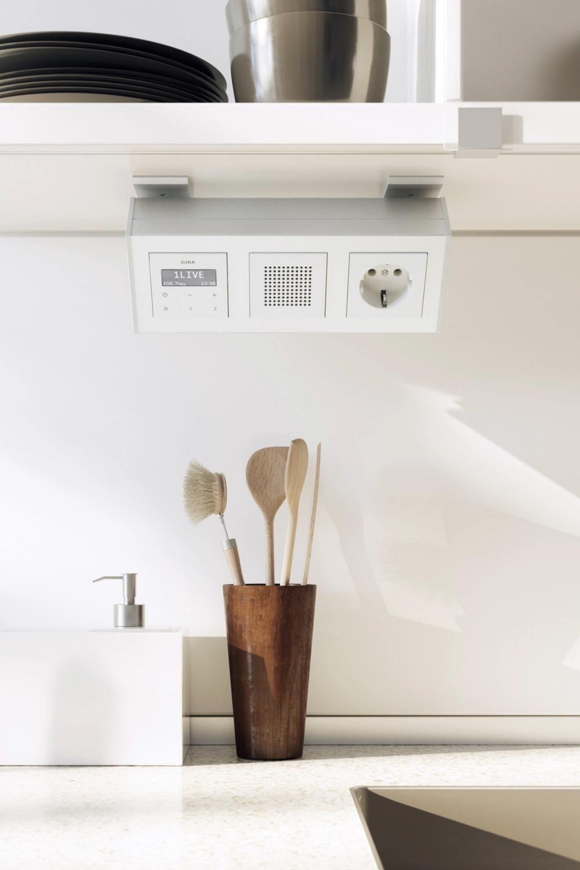 Du Hast Zu Wenig Steckdosen Im Haus Egal Ob In Der Kuche Im Bad Oder Im Arbeitszimmer Video In 2020 Steckdosen Kuche Steckdosen Und Lichtschalter Wohnzimmer Renovierungen