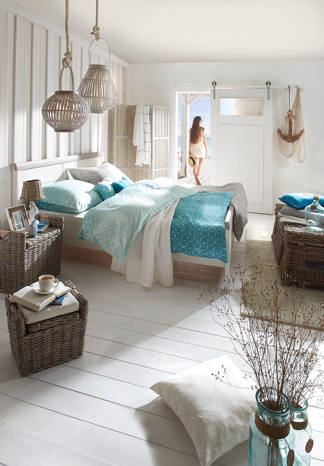 Schlafzimmer und Bett im StrandhausStil mit maritimen