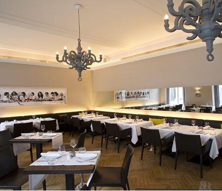 Im Restaurant Ella S Am Judenplatz In Wien Gibt Es Gehobene Mediterrane Kuche In Luftigem Ambiente In Dem Es Sich Wie Von Al Mediterrane Kuche Restaurant Wien