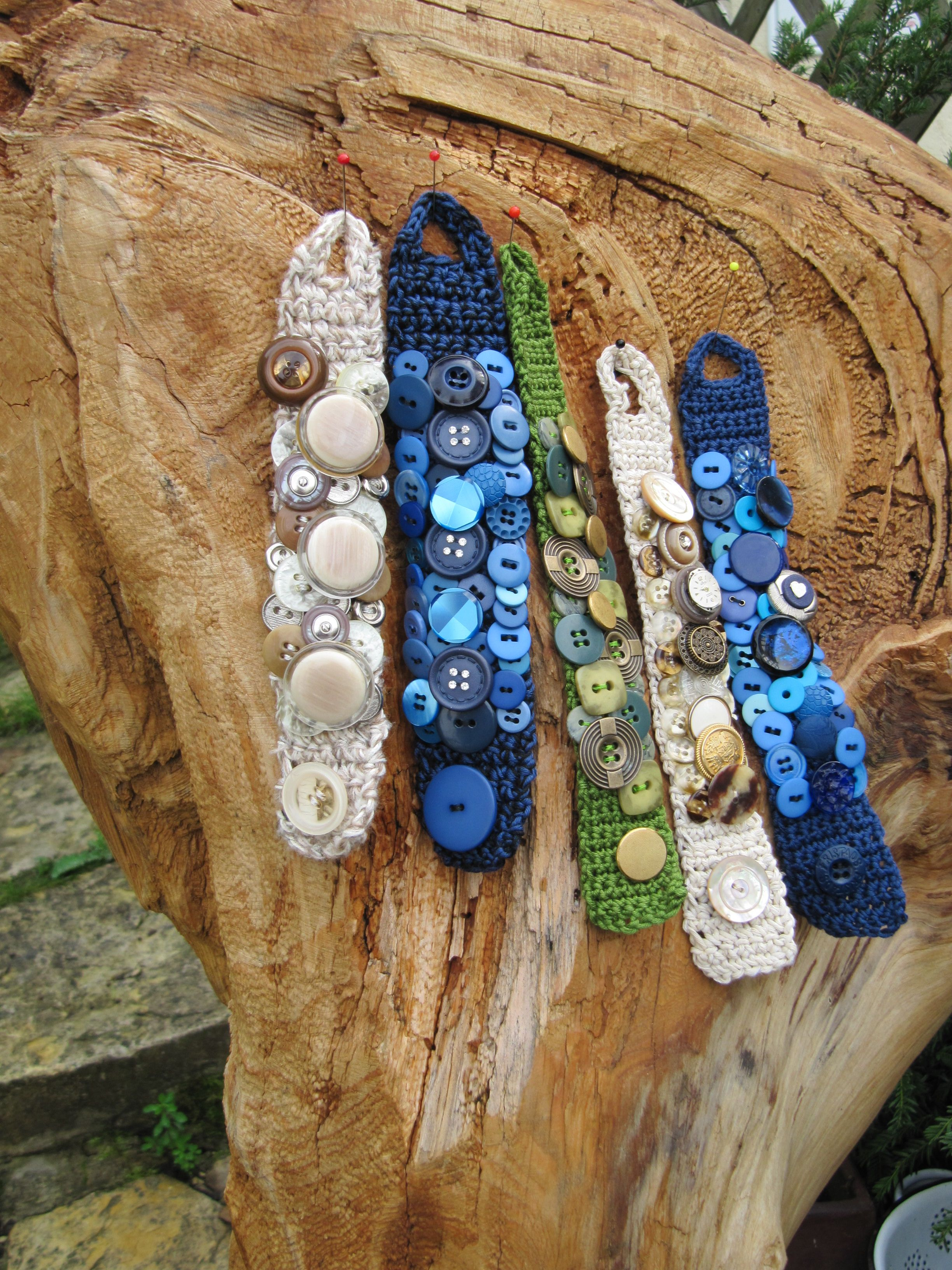 Armbänder mit Knöpfen | Crochet bracelet | Pinterest | Armbänder ...