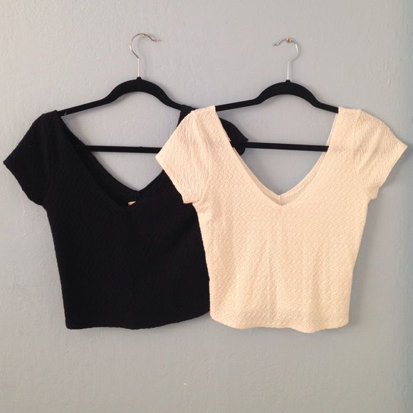 Hollister Crop Tops A Hollister crop top bundle. One is navy blue and other is white. They both are the same material. Both have never been worn so they are in perfect condition!! Hollister Tops Crop Tops