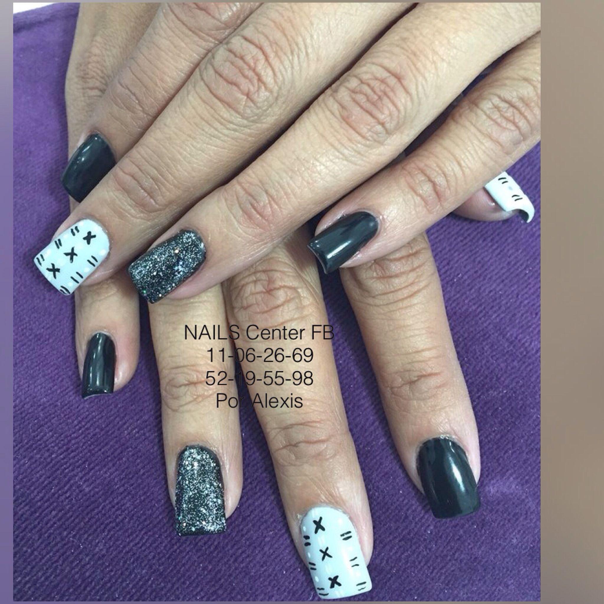 Uñas de gélish con pintura acrílica negra y blanca y una ...