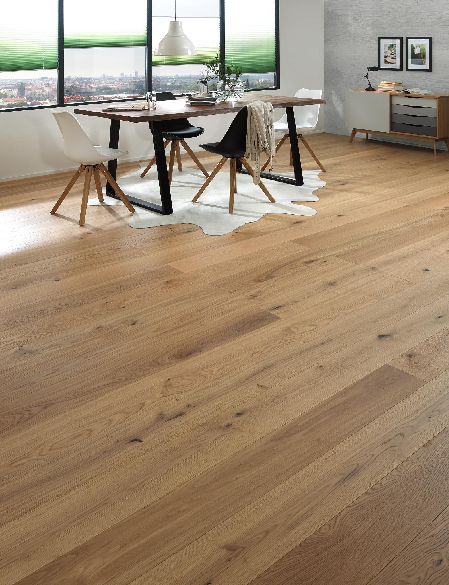 Parkettboden Von Ambiente Gekalktes Eichenholz Fur Ihr Zuhause Wandpaneele Holz Parkettboden Haus Deko