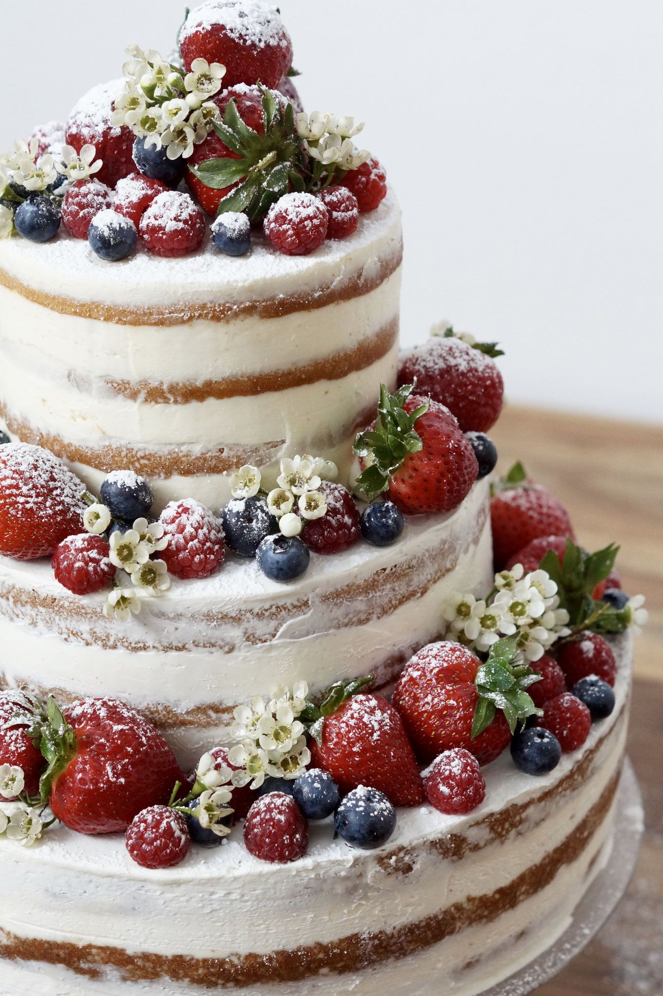 Naked Cake Mit Beeren Let Them Eat Cake 2 Wedding Cakes Wedding