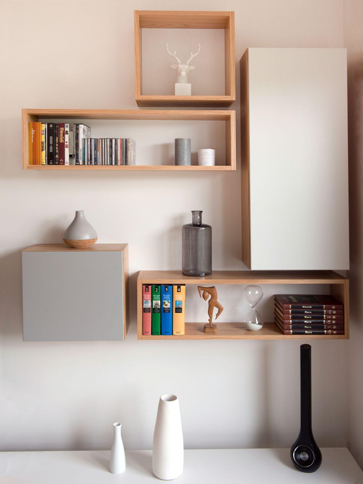 composition d etageres murales sur mesure chene clair et laque mate ambiance scandinave realisation murs et merveilles i custom made shelves