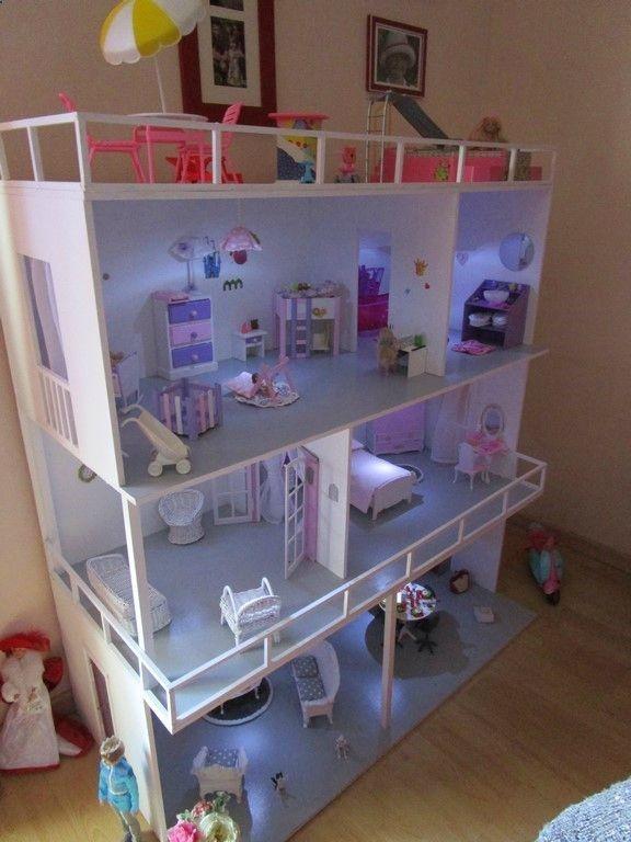 Casa de muñecas en miniatura de rana