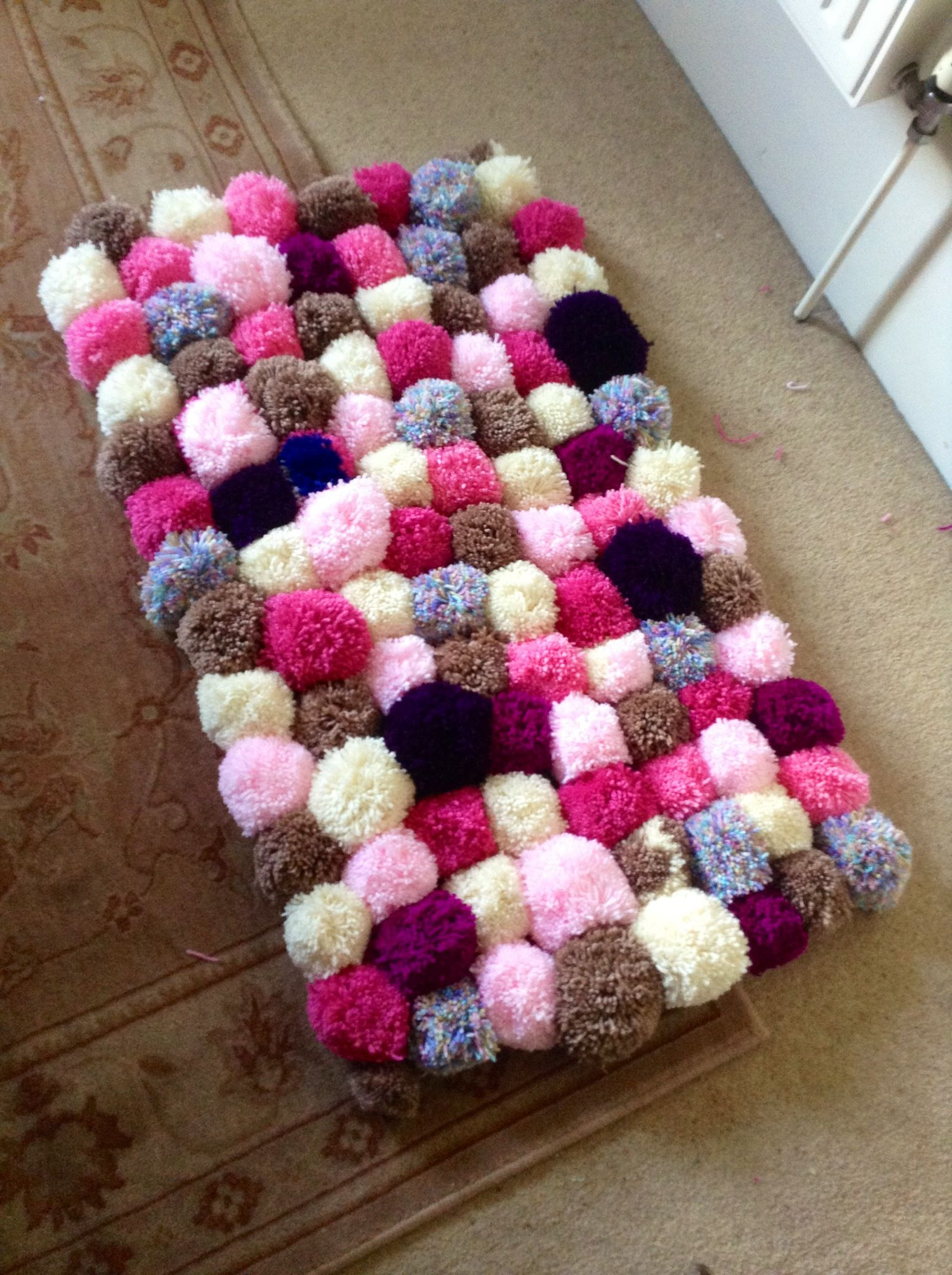 Flickenteppich Selber Machen My Completed First Ever Pompom Rug Pom Pom Rugs