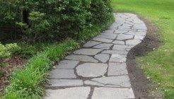 How To Lay A Slate Walkway For Instant Cottage Curb Appeal #walkwaystofrontdoor