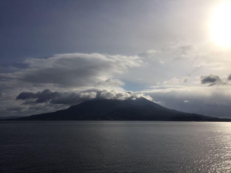 おはようございます(^o^)/  今日の桜島は出張のため過去のライブラリからの投稿です。  天気は快晴!空気もウマイ!  宮崎も寒いですね〜。 寒暖の変化が激しいので体調維持が大変です。  今から鹿児島に戻ります!  今日も1日、元気に頑張っていきましょう!