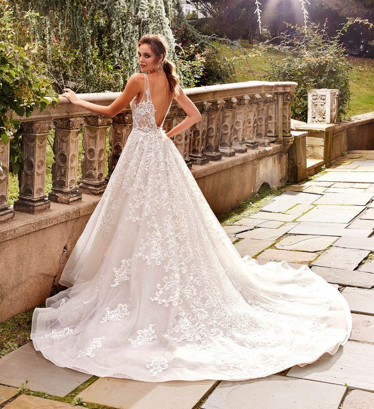Pin by Jess on Trouwjurk in 2020 V neck wedding dress