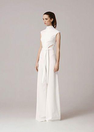 37 Stylish Wedding Jumpsuits For Brides Who Want Something Different Wedding Jumpsuits For Brides Wedding Pants Bridal Jumpsuit