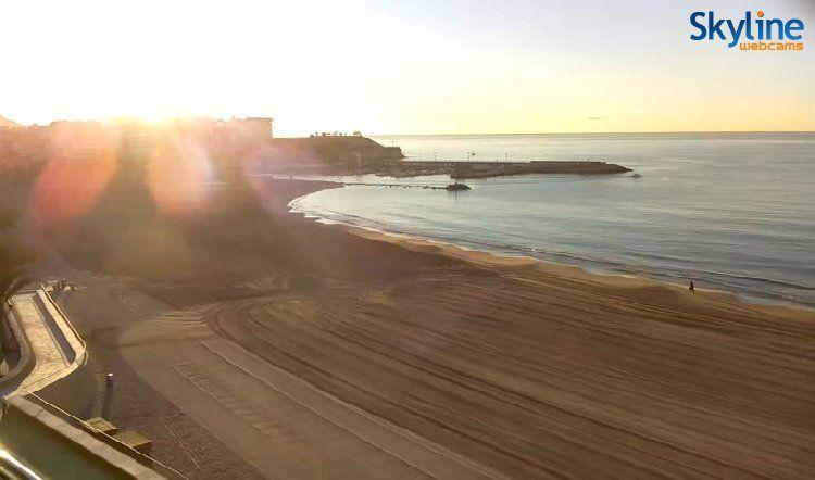 Live Cam Benidorm - Playa de Poniente  www.skylinewebcams.com Spain