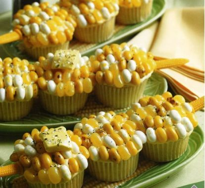 too cute! Corn on the cob Cupcakes decorated with jelly beans. Great to bring to a BBQ