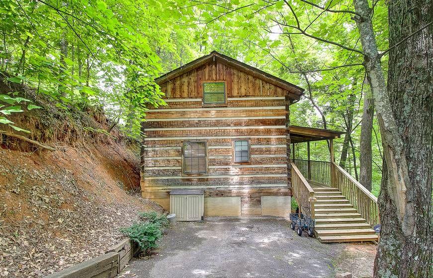 BEAR LEE FLYIN 1 Bedroom Cabin Rental in Sevierville