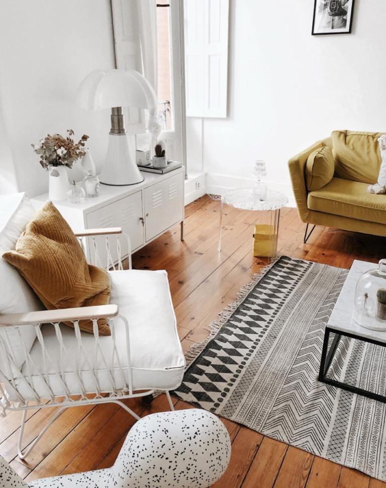 Deco Un Salon Cocooning A Petit Prix En 2020 Rooms Decored Living