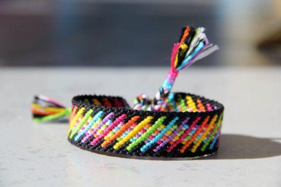 Bracelet brésilien arc en ciel par AZClaire sur Etsy | Bracelet bresilien, Modèles de bracelet ...