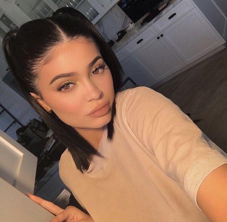 Queen Pinterest Meralis40 Snapchat Jeny 40 Instagram Yeya 40 Kylie Jenner Mode Kylie Lassige Hochsteckfrisuren