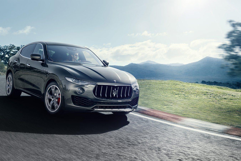 Na enkele eerste foto's is Maserati, vanaf de beursvloer in Genève, in detail getreden rond de Levante. Zo kwamen zoal de motoren en de prestaties aan bod en gaf het merk foto's vrij van de...