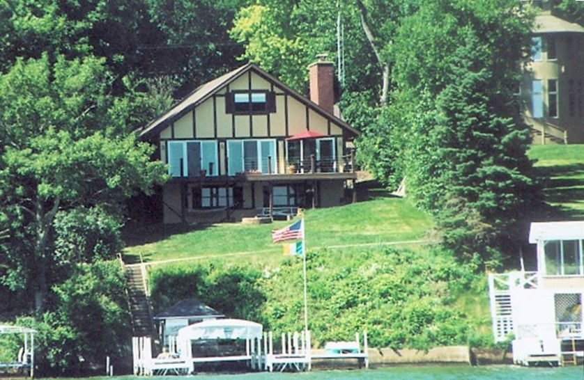 Special Offer Oct 1 Dec 28 3 Nights For Price Of 2 Nights Delavan Lake Lake Vacation Rental Lake House Vacation Rental