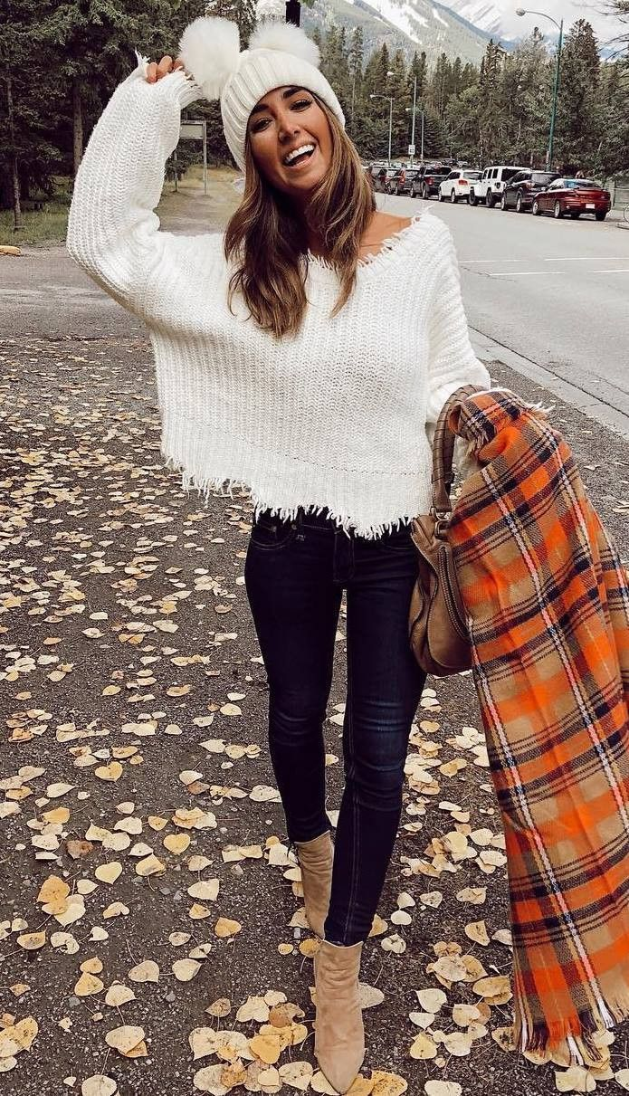 cozy fall outfit idea to copy right now_hat plaid scarf knit sweater black skinn...