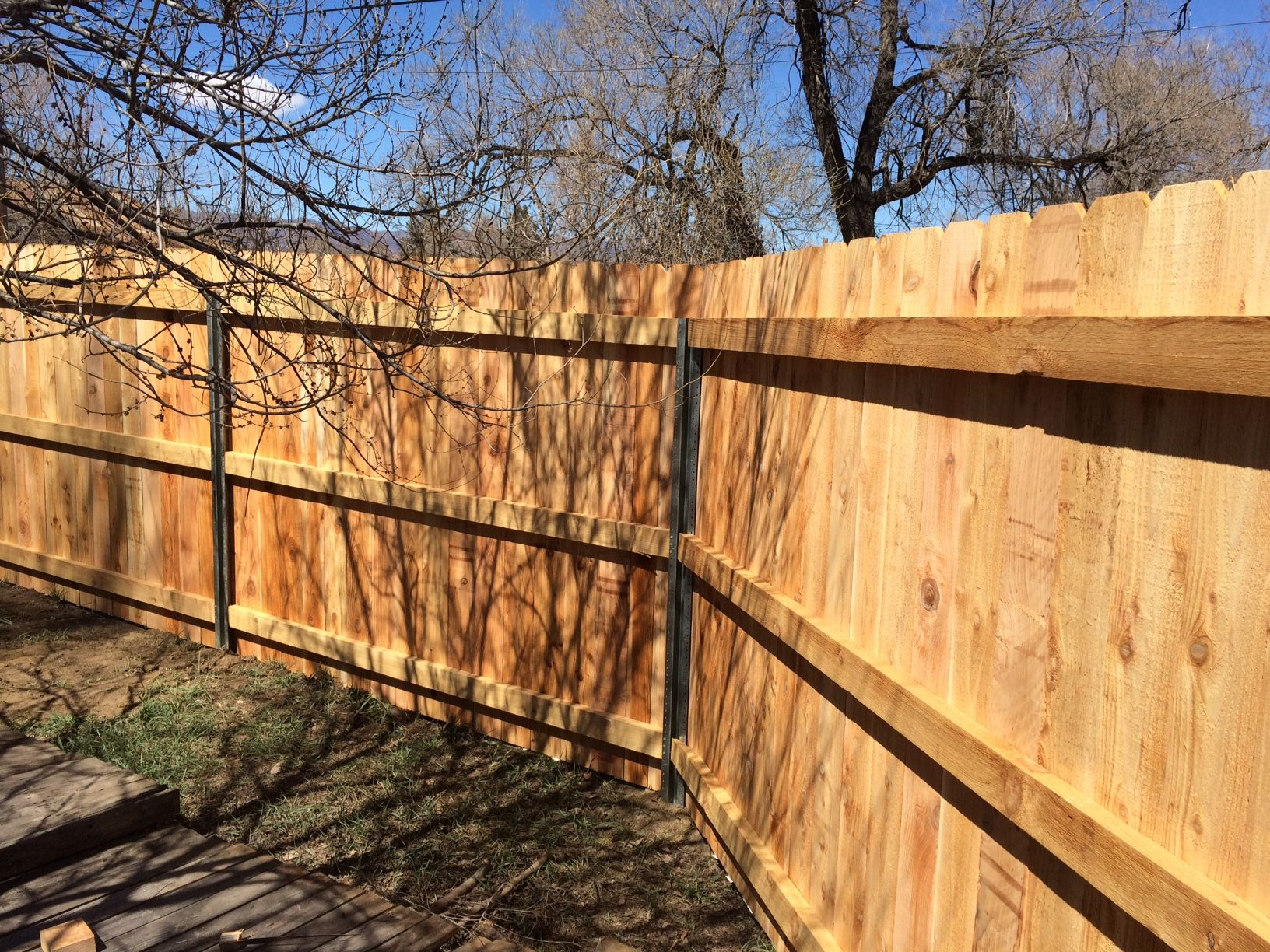 Metal post for wood fence - Cedar Privacy Fence Using Postmaster Steel Fence Posts Instead Of Wood