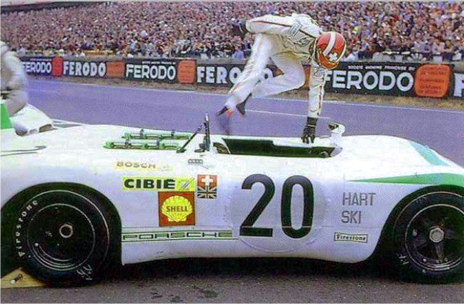 24h du mans 1969 jo siffert au d part sautant dans sa porsche 908 2l porsche 908 2 1969. Black Bedroom Furniture Sets. Home Design Ideas