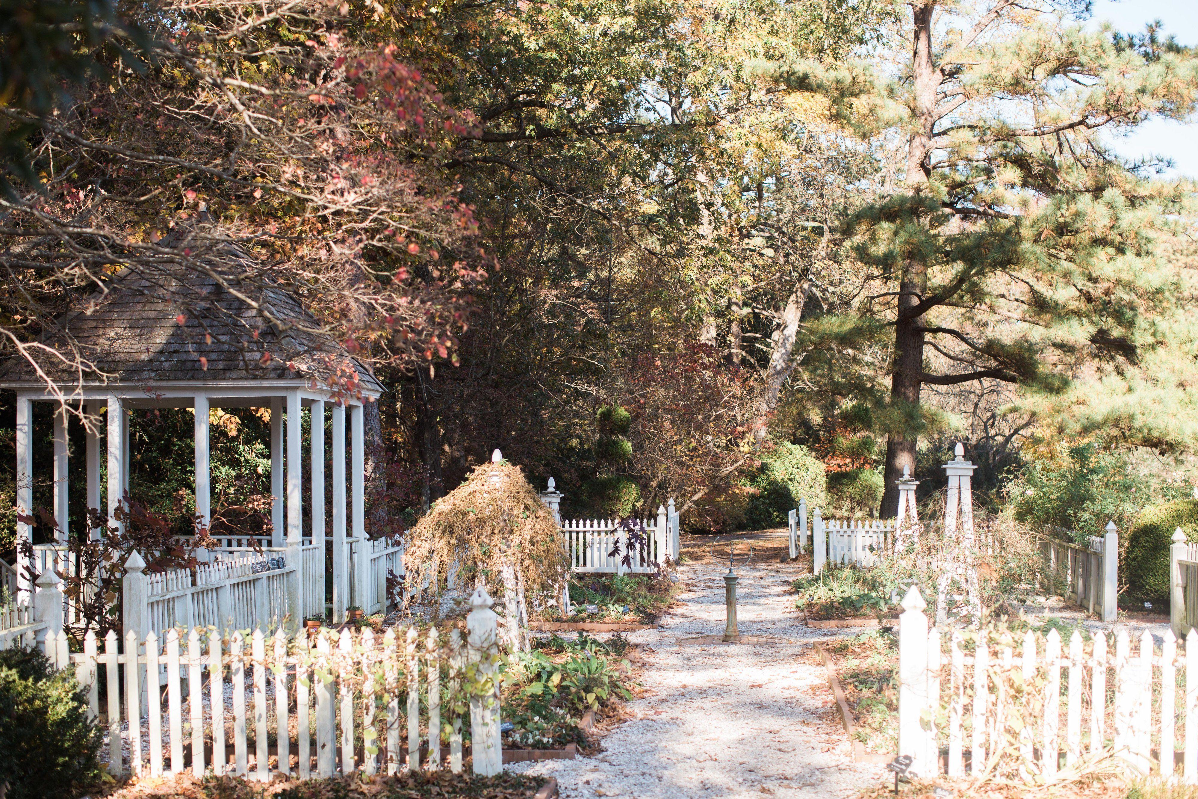 Colonial Garden | Andrew and Tianna Photography | November Wedding ...