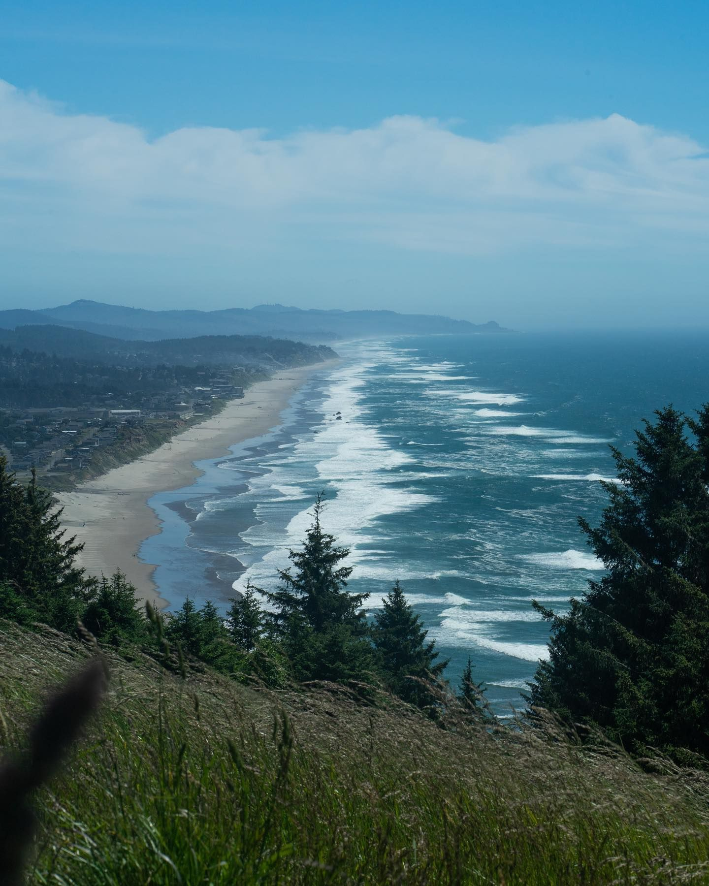 Such a beautiful view. It was worth the hike. . . . . . #shotbykadar #supportblackphotographers #pnwadepts #pnw #oregon #pacificnorthwest #bealpha #sonyalpha #oregoncoast #ocean #oceanview #coastalliving #coast #beach #beachlife #summer #beachday #beachvibes