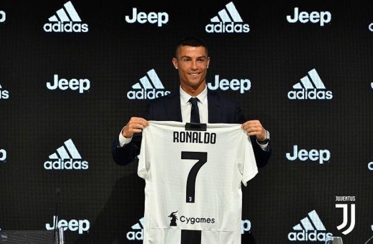 Juventus Menjual 520 000 Jersi Di Bawah Nama Ronaldo Dalam Masa 24 Jam Akbar Terkini Cristiano Ronaldo Ronaldo Fifa